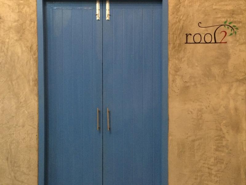 roots8 door